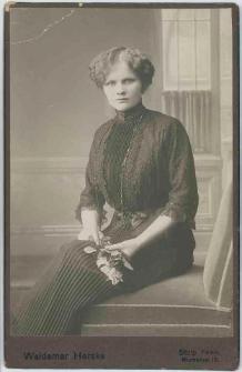 Zdjęcie kobiety - portret siedzący