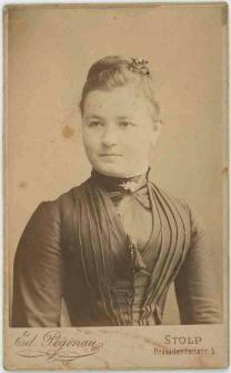 Zdjęcie dziewiętnastoletniej kobiety - popiersie