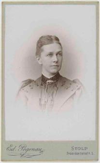 Zdjęcie młodej kobiety - popiersie