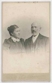 Zdjęcie kobiety i starszego mężczyzny - popiersie
