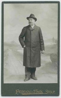 Zdjęcie mężczyzny - portret całopostaciowy