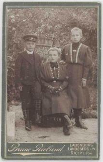 Zdjęcie trojga dzieci - portret całopostaciowy