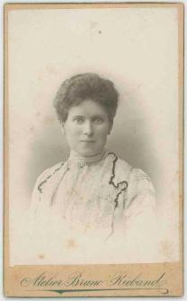Zdjęcie kobiety - popiersie