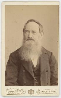Zdjęcie starszego mężczyzny - popiersie