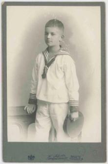 Zdjęcie ośmioletniego chłopca w marynarskim mundurze - portret do kolan