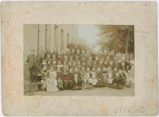 Zdjęcie uczniów szkoły i nauczycieli - portret zbiorowy