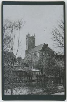 Dawny kościół św. Mikołaja (Nikolaikirche) wdziany zza rzeki Słupi