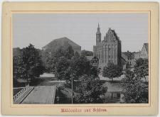 Widok zza mostu Zamkowego (Schloß Brücke) w stronę ul. Zamkowej (Schloßstr.), na pierwszym planie zamek (Schloß), kościół św. Jacka (Schloß Kirche) i Brama Młyńska (Mühlentor)