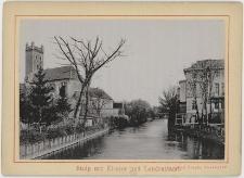 Widok z mostu Biegowego (Laufbrücke) w stronę mostu Kaszubskiego (Präsidentenbrücke). Po lewej stronie dawny kościół św. Mikołaja (Nikolaikirche), po prawej budynek ówczesnego Starostwa Powiatowego, dziś Młodzieżowy Dom Kultury przy ul Szarych Szeregów (Wasserstr.)