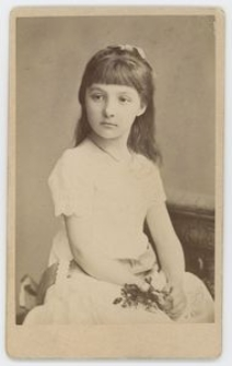 Zdjęcie dziewczynki - półpostać