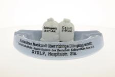 Popielnica reklamowa firmy Deutsches Kalisyndikat Landwirtschaftliche Auskunftsstelle, Stolp i. P.