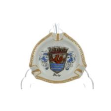 Popielniczka z herbem Słupska (Stolp) w koronie i z ozdobnymi labrami